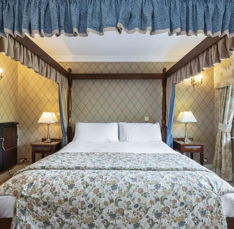 Discrete Romantic Luxury Escape