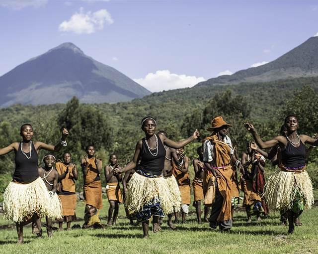 13 Gahinga Batwa dancers