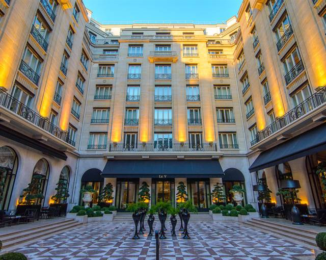 Four Seasons Georges V Paris facade