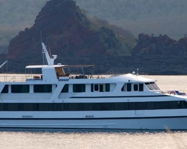 luxury yacht galapagos