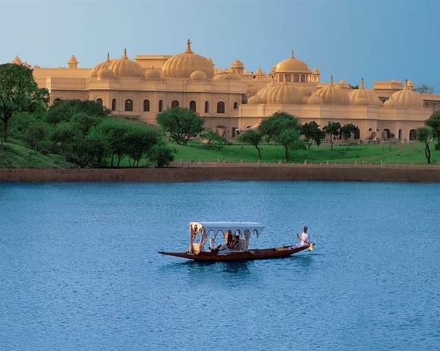 the oberoi udaivilas india lake