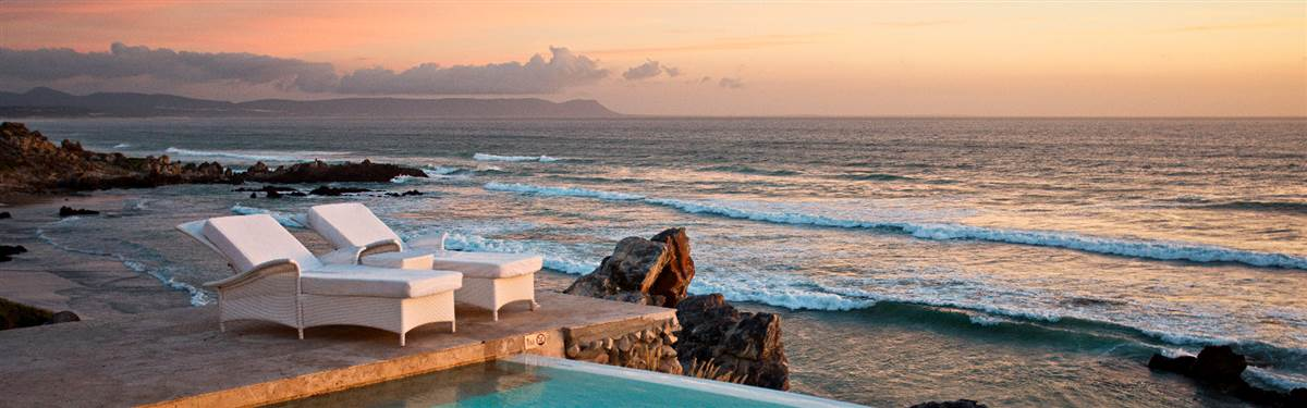 Sparkling Infinity Pool and Sea View at