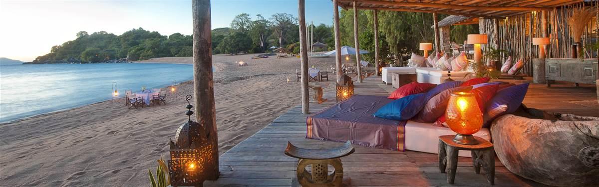 kayamawa Lounge at night