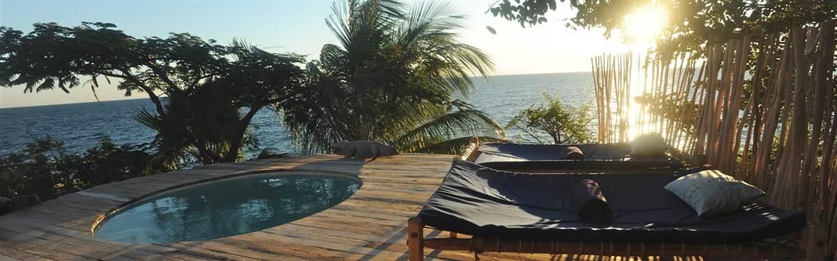 kayamawa nkwazi deck and pool