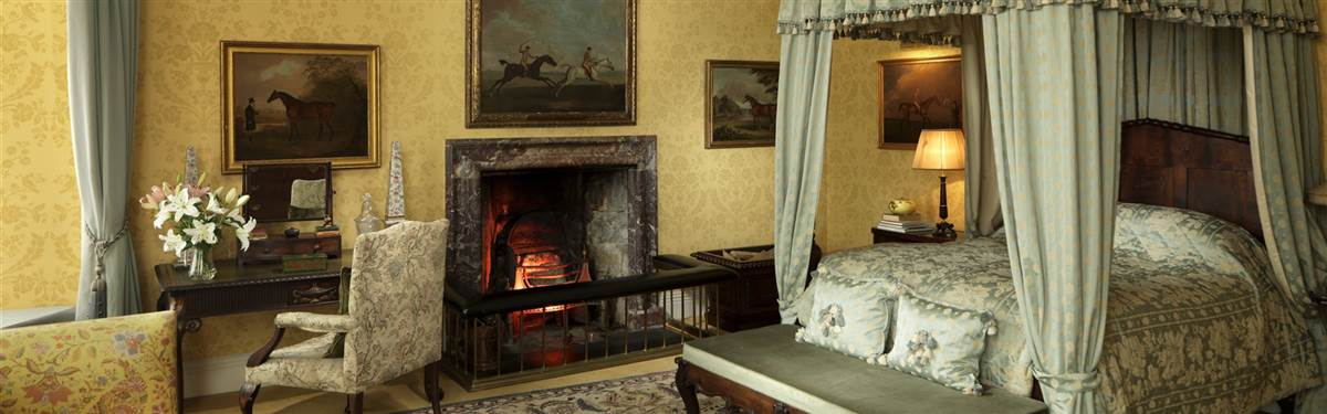 lough cutra castle suite