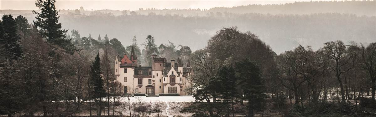 loch ness castle scotland outside view