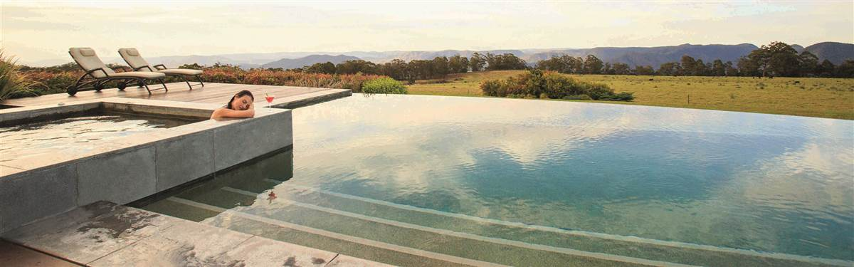 spicers peak lodge  swimming pool
