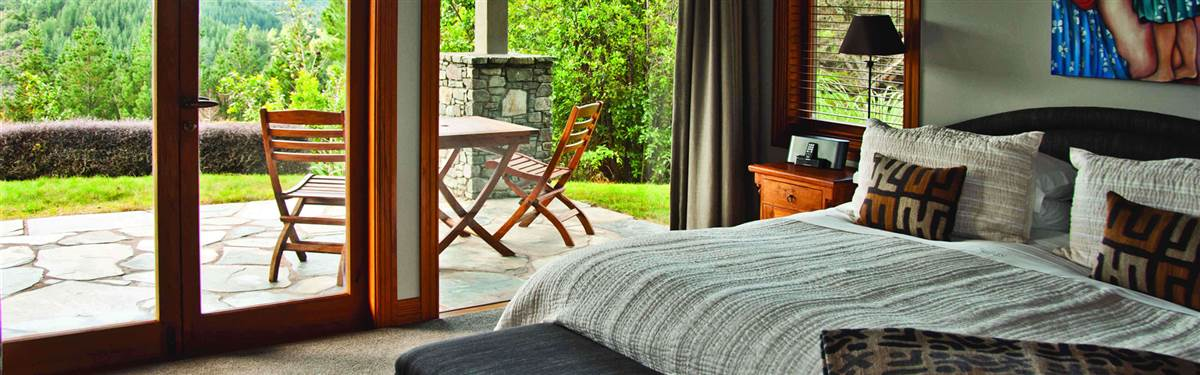 treetops lodge    bedroom