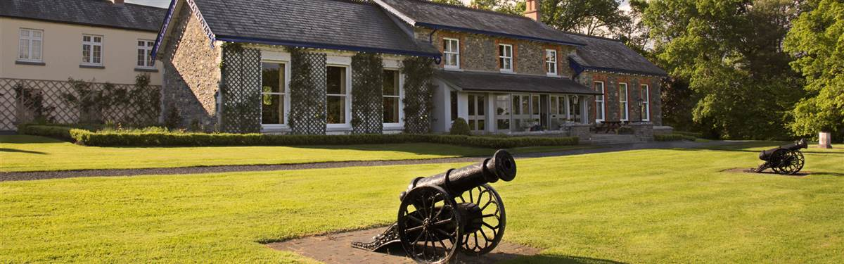 virginia park lodge   with canons