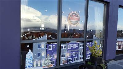 Allingham Arms - christmas window