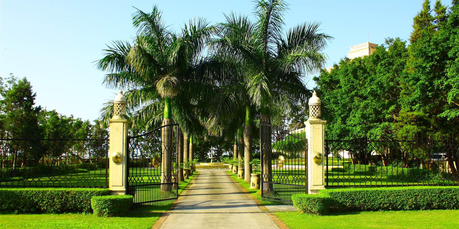 Spa Ananda Entrance Photo Thomas Gallagh