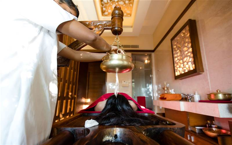 Takradhara treatment in Ananda Spa, luxury hotel in The Himalayas