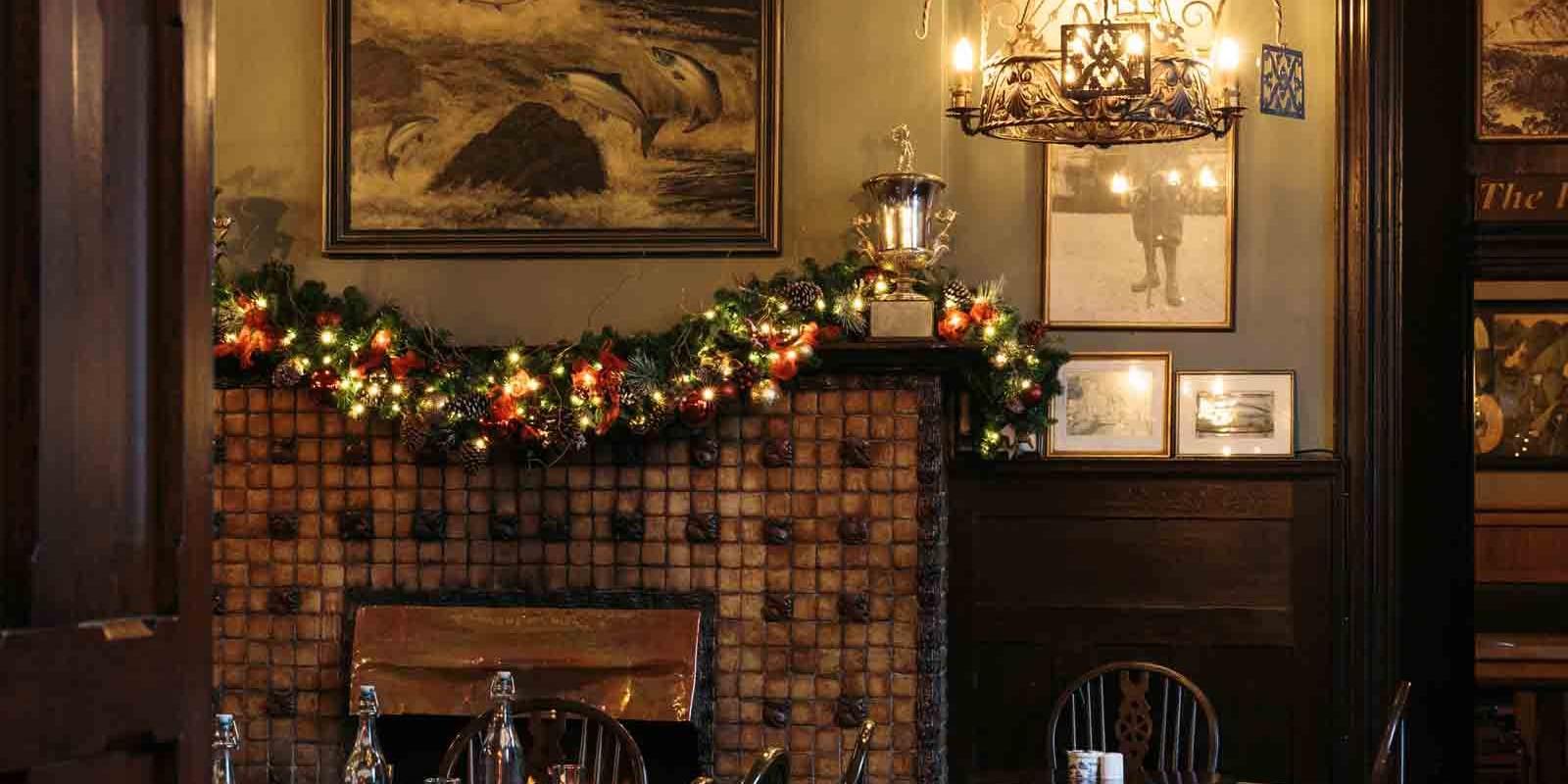 Fishermans Pub at Christmas