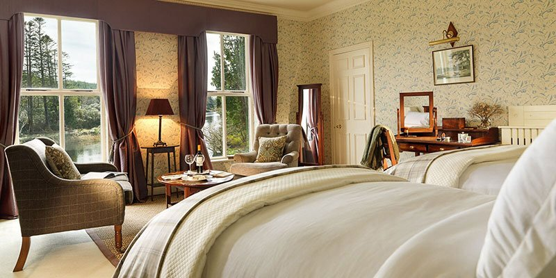 These generous and spacious rooms have a dressing room and are overlooking the river