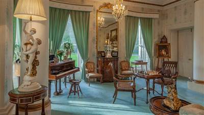 Mamie Lounge Piano