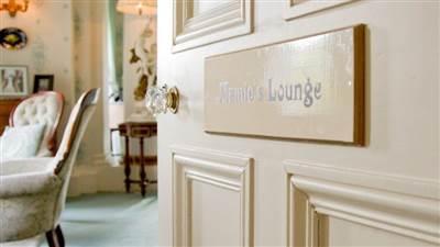 Mamie Lounge
