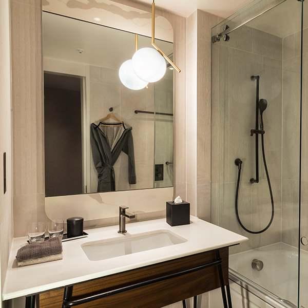 Bankside Generous Queens  bathroom