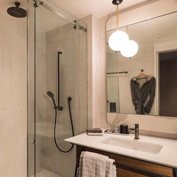 Bankside Spacious King  bathroom