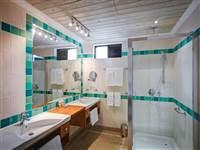 Beachfront Suite bathroom