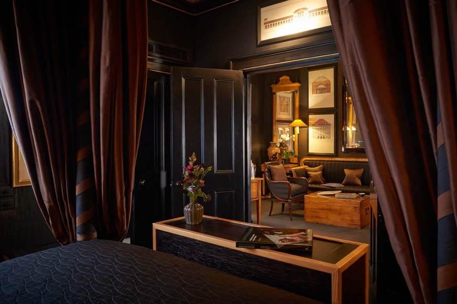 Townhouse Suite - Beidermeier Suite