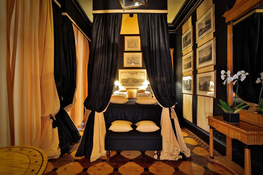 Signature Double - Romantic Four-Poster Room