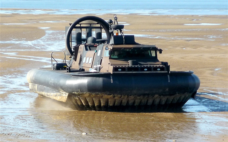 Rigid-hulled inflatable boat