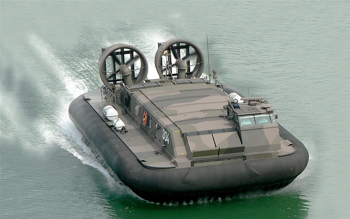 Griffon Hovercraft 8100TD Water