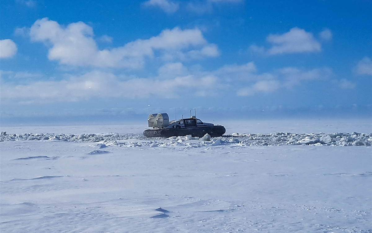 995ED Hovercraft over arctic icebreaker