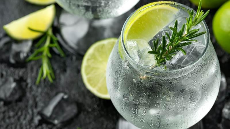 AdobeStock 222141740 gin and spa 2021 2l