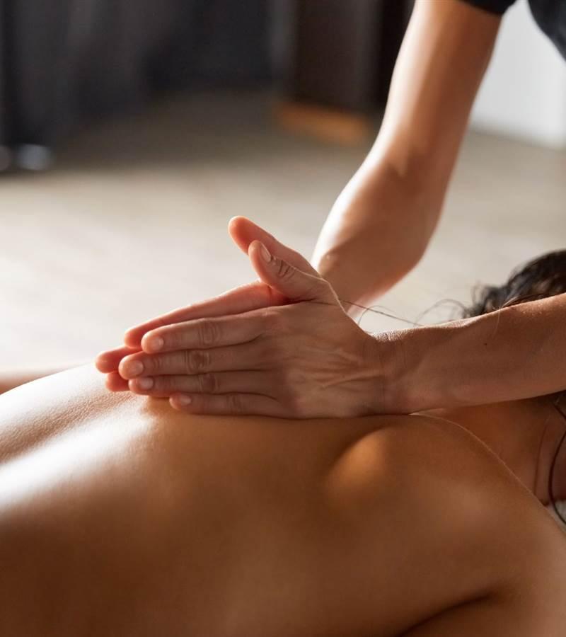 AdobeStock 231244607 back massage lr