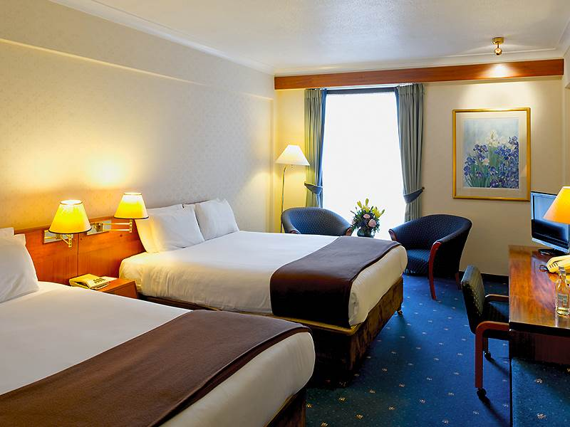 Hotel family room London