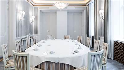 Salon 4 boardroom