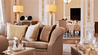 Royal Suite livingroom
