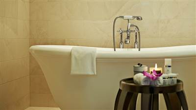 Royal_Suite_Bath_1