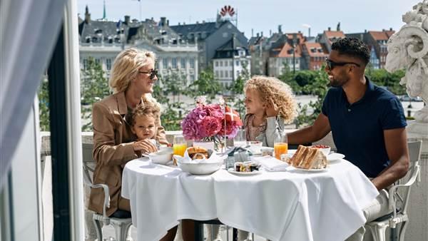 family balcony breakfast resize