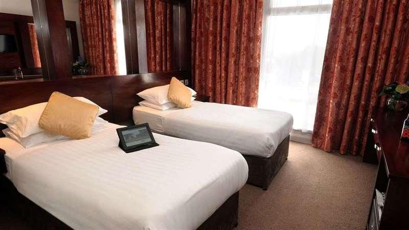 twin-room-1.jpg