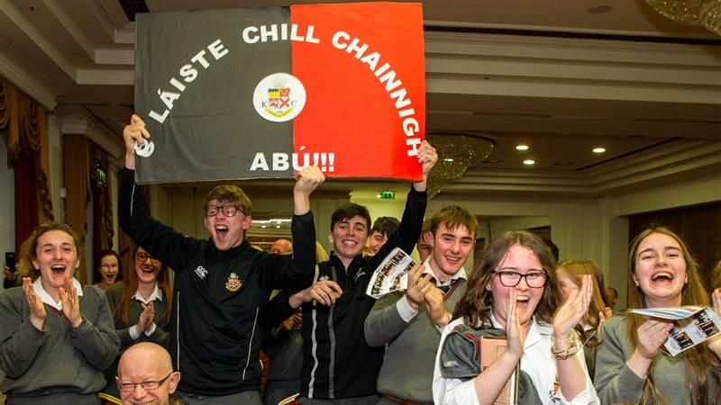 Comórtas Díospóireachta an Phiarsaigh Gael Linn 2019 - Briatharchath buaite ag foirne Átha Luain agus Chill Chainnigh!