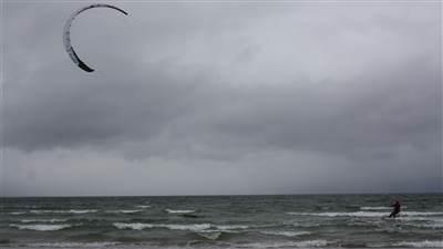 Barna_Silverstrand_kite_surfing
