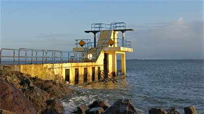 Black_rock_diving_tower