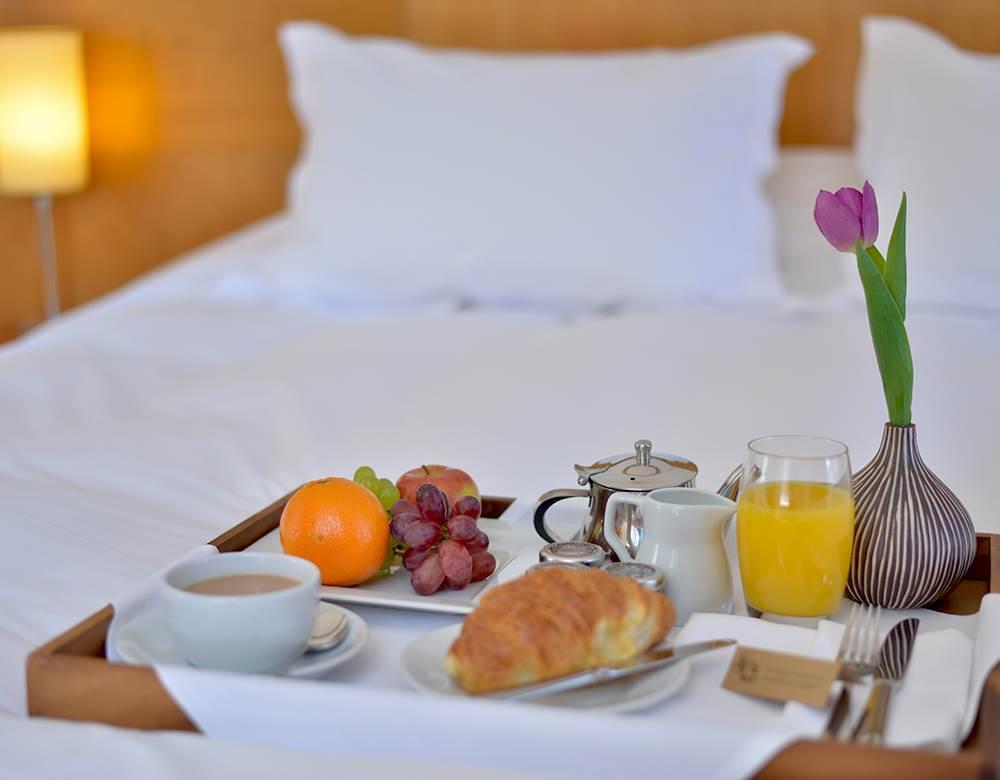 404 breakfast in bed