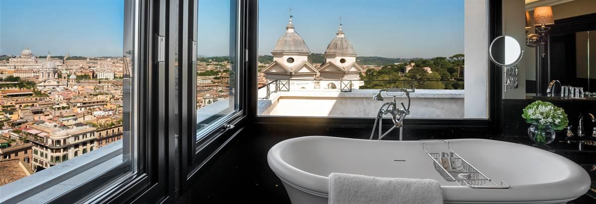 Hassler Penthouse bathroom 2