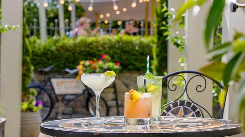 Cocktails-at-Keenans