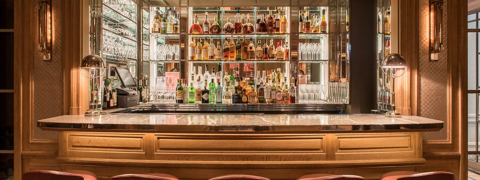Jacques Bar