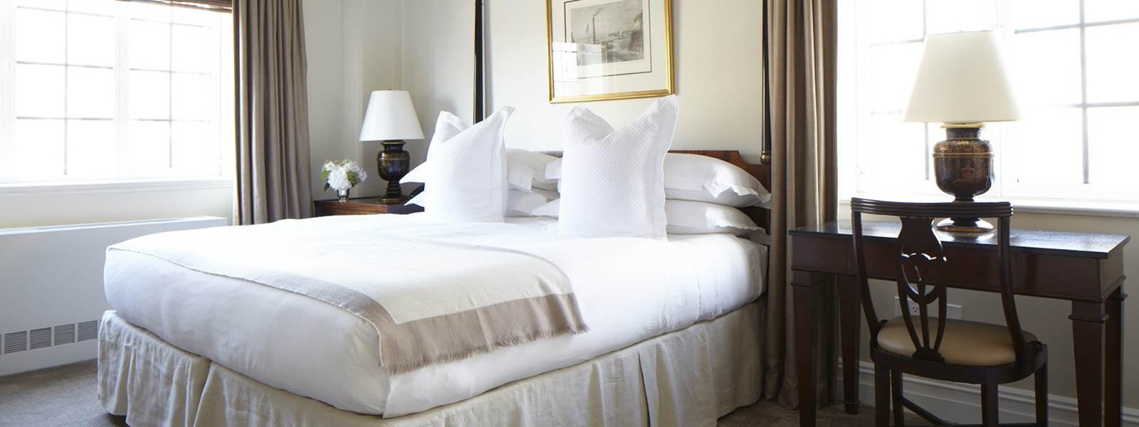 Two Bedroom Suite   Master BedroomWebsiz