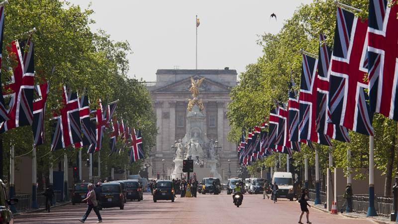 40 - Buckingham Palace -min