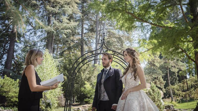 Outdoor ceremony at Parc des Eaux Vives
