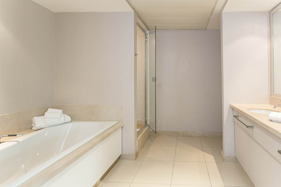 One Bedroom Suite Bathroom 2  3000