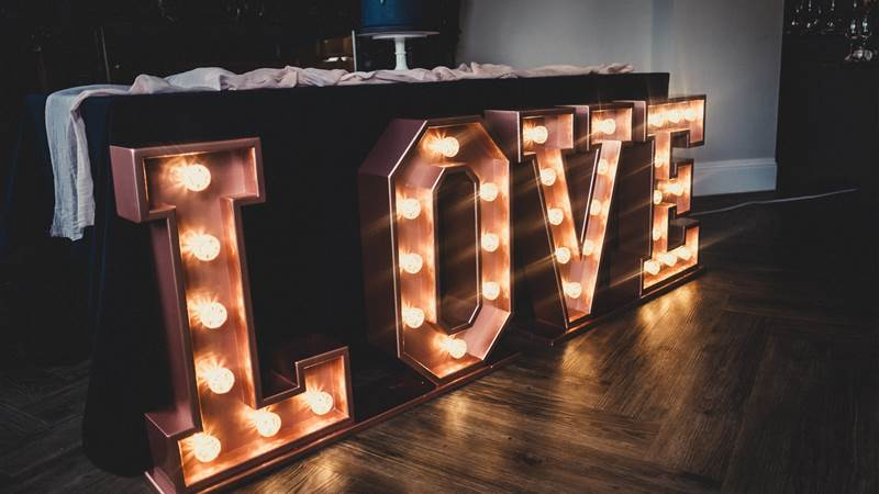 Top 10 reasons why we think its cool to have a winter wedding