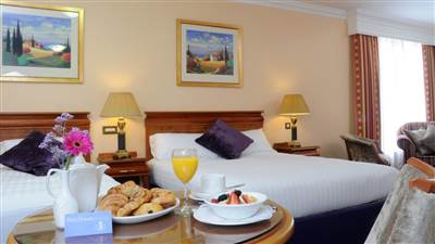 Deluxe Twin accommodation in Eyre Square, Galway. Park House Hotel