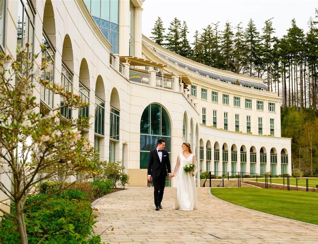 Wedding Couple Hotel Exterior  4  New